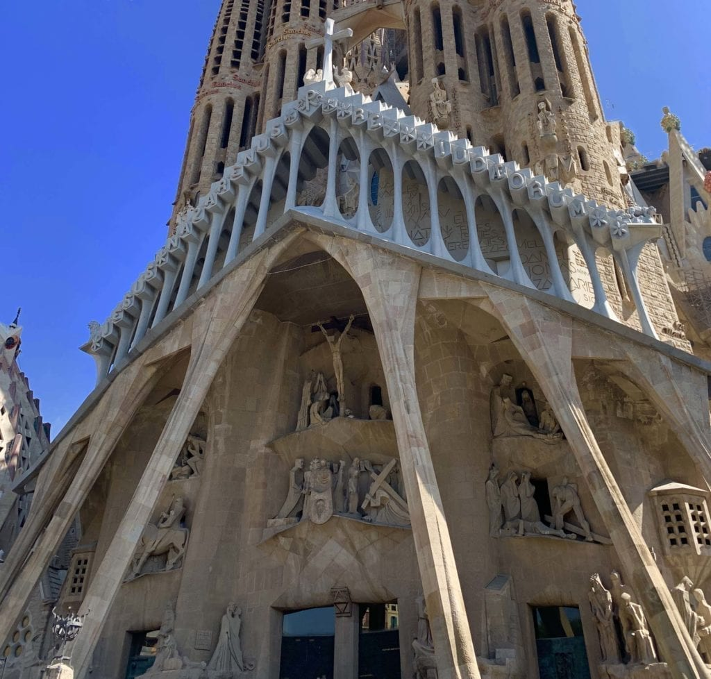 antoni gaudi - La Basilica de la Sagrada Familia