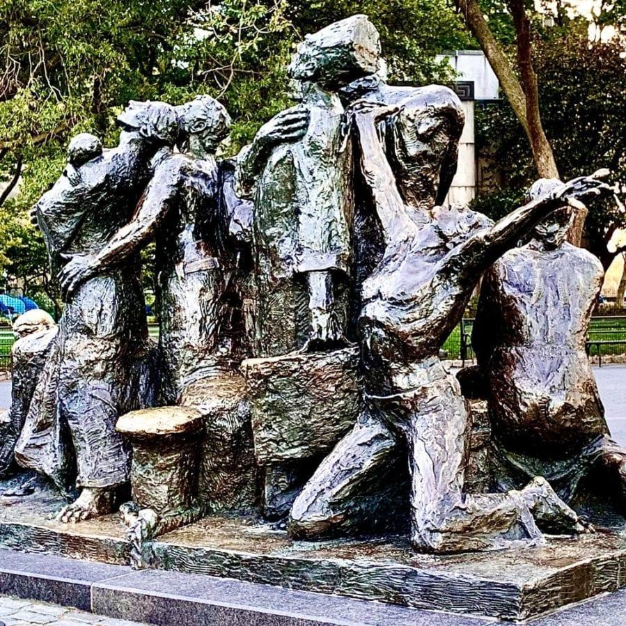 luis sanguino Samuel Rudin - The Immigrants Sculpture
